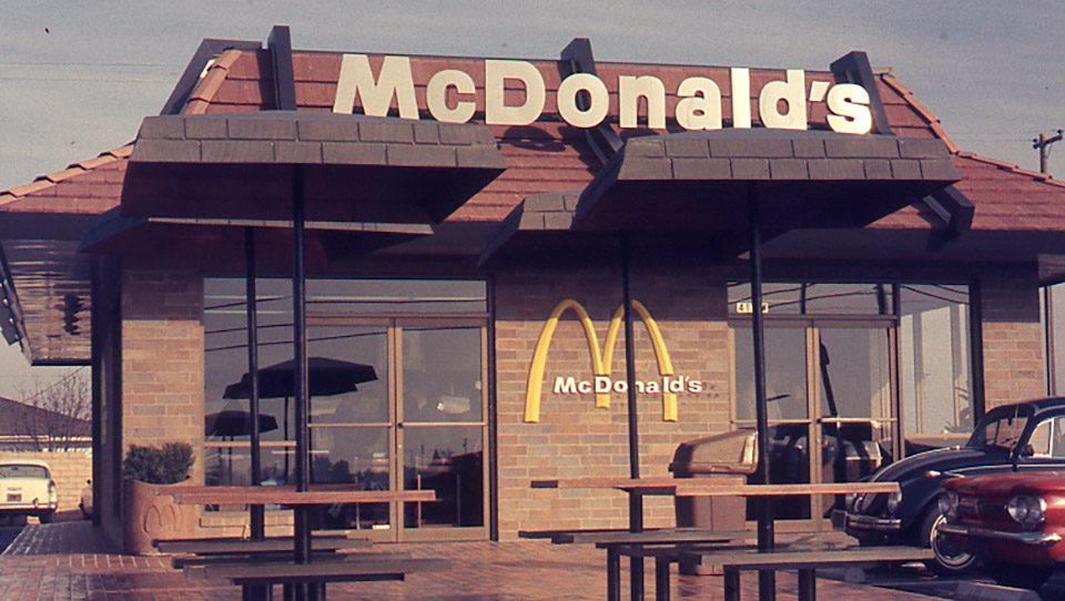 mcdonalds history Mcdonald's has become an icon of american fast food it is now internationally known, with thousands of restaurants in various countries around the world.