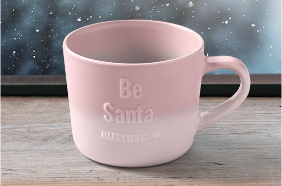 "neu: mccafé x-mas cups in rosa mit motiv ""be santa – make eyes glow""."